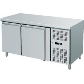 TAVOLO REFRIGERATO TN ventilato 2 porte interamente in acciaio inox temp. -2/+8°C cap. 300 lt.